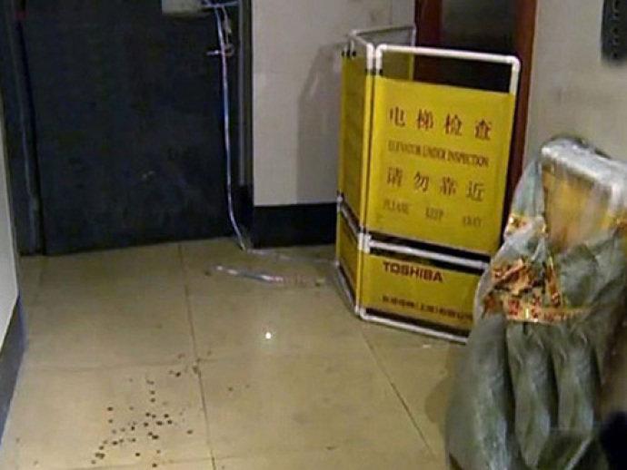 Lado de fora do elevador onde a senhora Xie foi empurrada(VEJA.com/Reprodução)