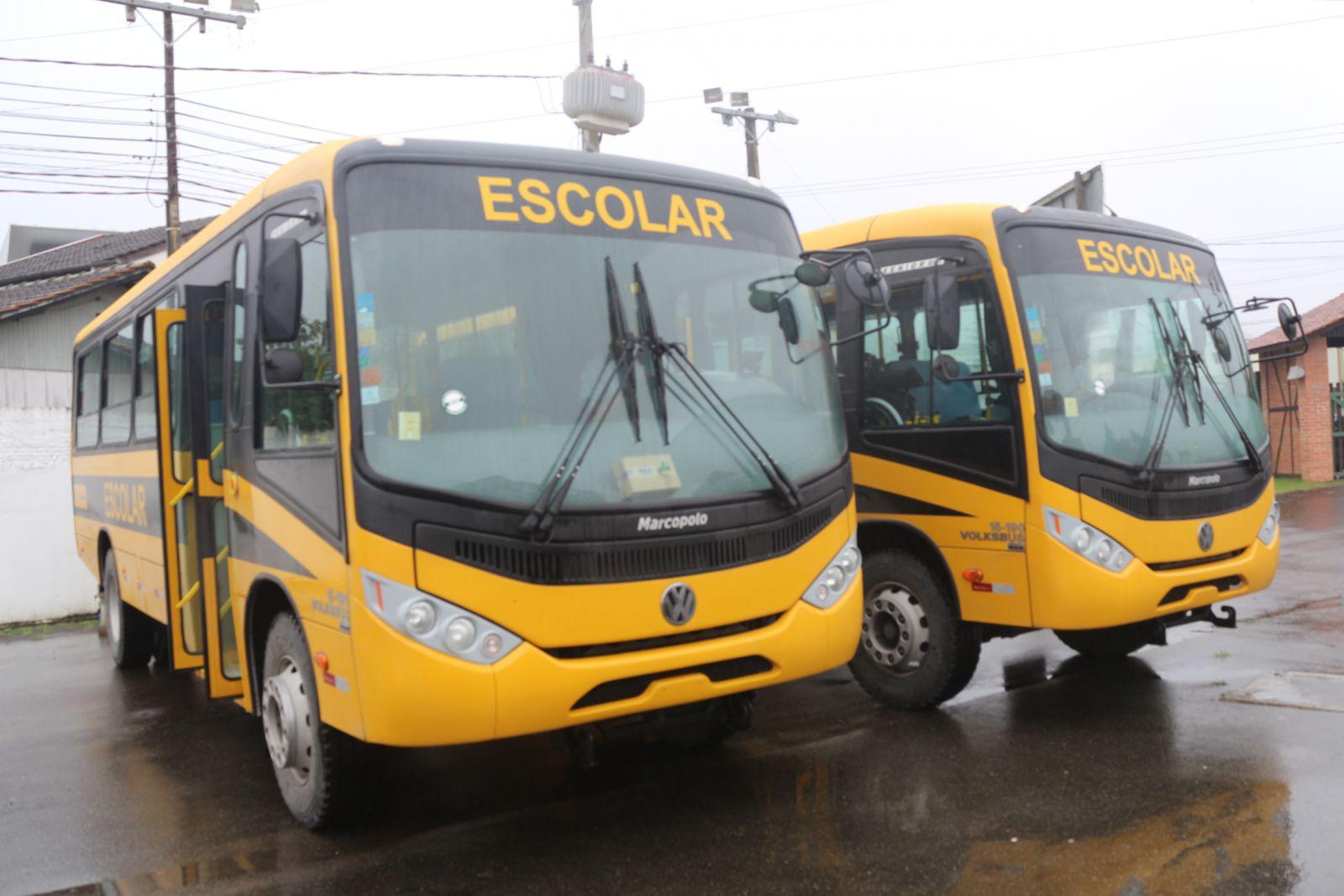 Educação recebe ônibus escolares do FNDE