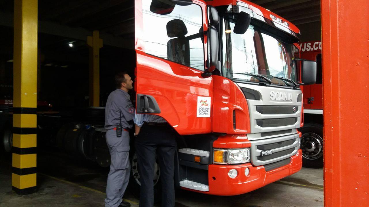 Bombeiros de Jaraguá do Sul recebem doação de caminhão Scania