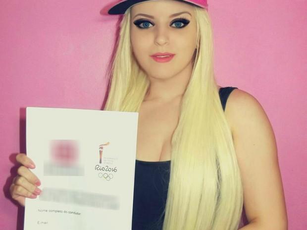 'Barbie humana' de SC vai carregar tocha olímpica em Joinville