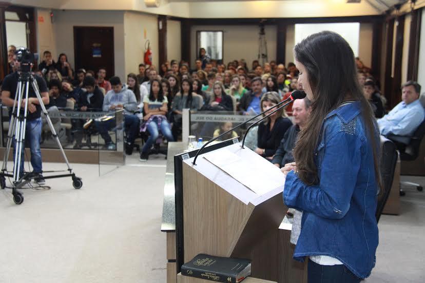 Alunos da escola Julius Karsten trazem reivindicações aos vereadores