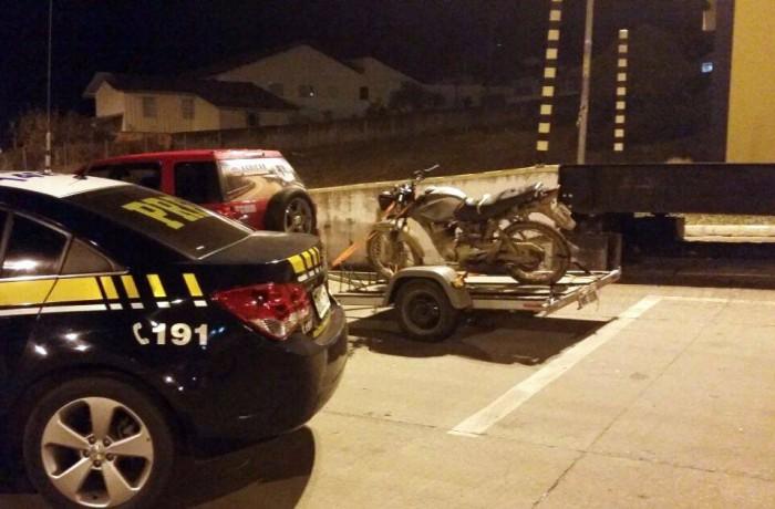 Motocicleta roubada é recuperada na BR 280 em Mafra