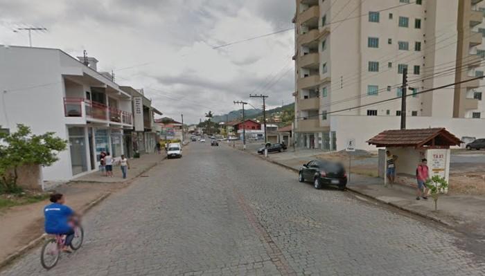 Homens roubam em mercado em Guaramirim