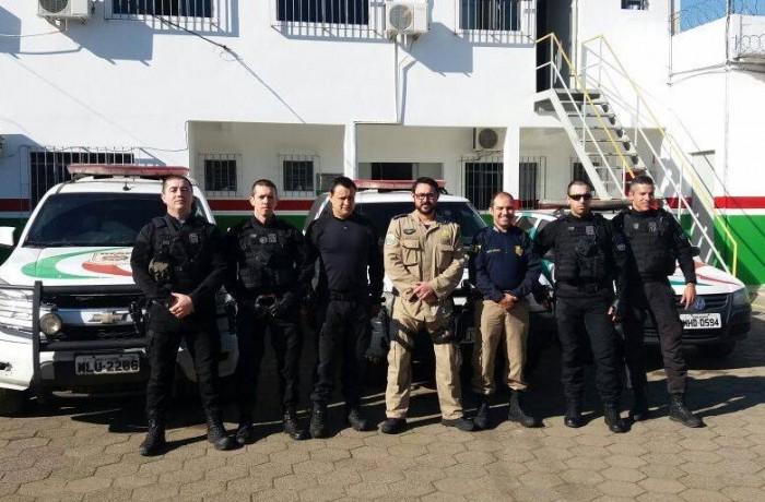 Policiais ministram palestra sobre direção defensiva no DEAP de Lages