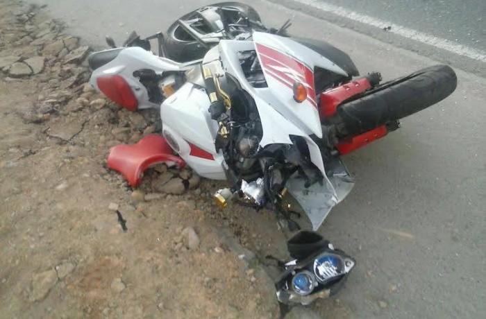 Motociclista bate em traseira de carro em Schroeder