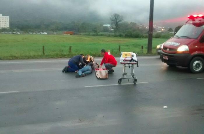 Motociclista passa mal e cai na pista no João Pessoa