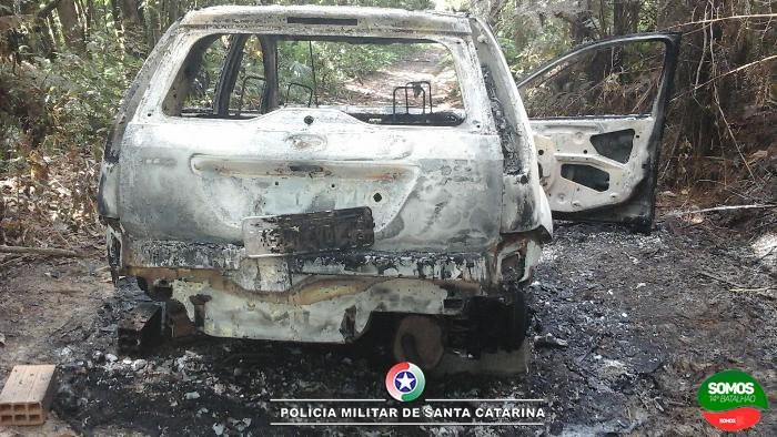 Veículo roubado em Jaraguá do Sul é encontrado queimado em Guaramirim