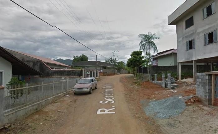 Criminosos invadem residência e rendem casal em Jaraguá do Sul