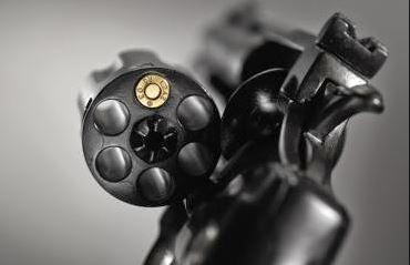 Ao brincar de roleta-russa, garota de 15 anos morre baleada em Criciúma