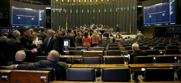 O plenário da Câmara dos Deputados realiza sessão para discutir e votar o Projeto de Lei Complementar 343/2017, que o governo enviou ao Legislativo no fim de fevereiro. O PLP institui regime de recuperação fiscal dos estados e do Distrito Federal.