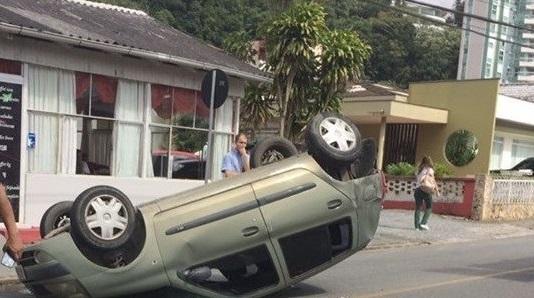 Menino de 6 anos ferido em acidente foi transferido para Joinville