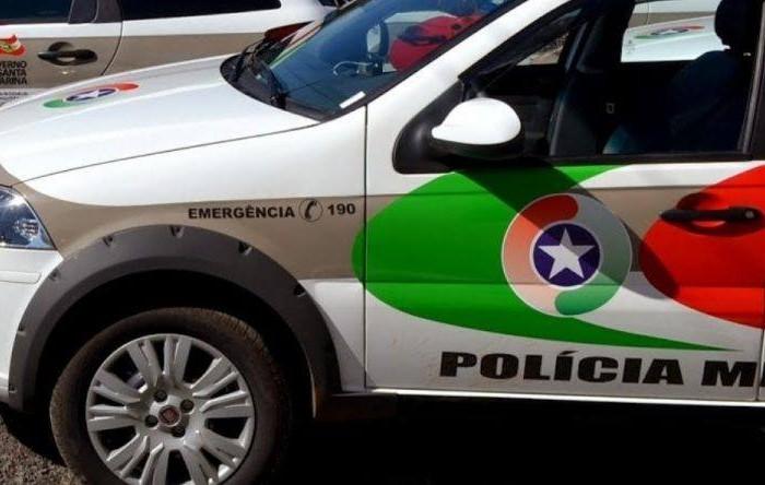 Carro é furtado na frente de restaurante em Massaranduba