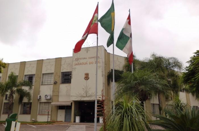 Prefeitura de Jaraguá volta ao horário normal em maio