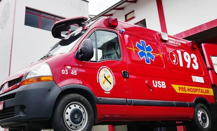 Bombeiros atendem a acidente entre carro e bicicleta em Jaraguá do Sul