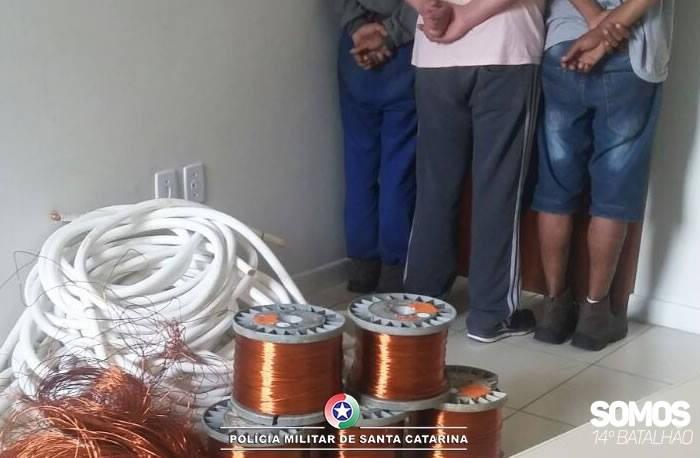 PM prende três homens por furto de 260 kg de cobre de empresa em Jaraguá