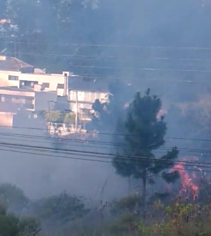 Incêndio atinge loteamento no bairro Chico de Paulo