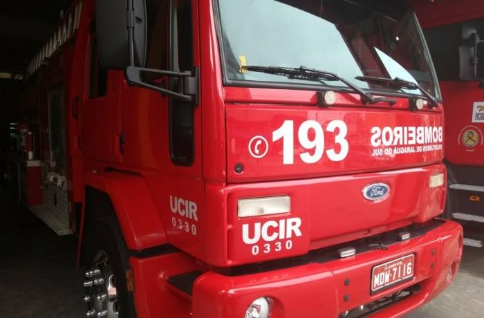 Incêndio atinge empresa no bairro Barra do Rio Cerro