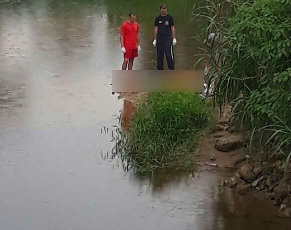 Corpo foi retirado do rio Piraí pelos mergulhadores l Foto: Reprodução/WhatsApp