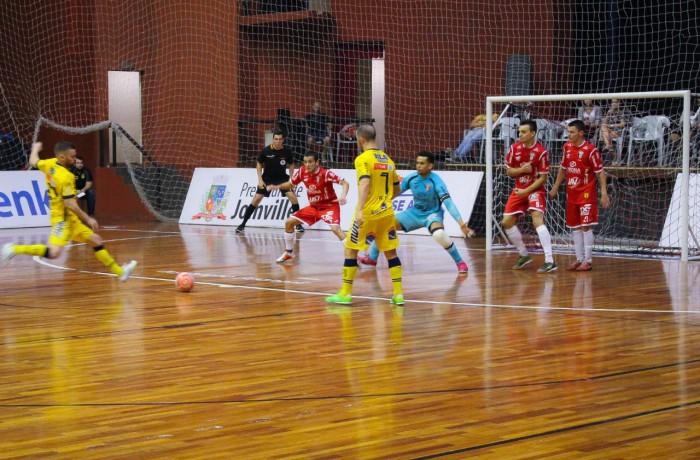 Jaraguá Futsal vence o clássico