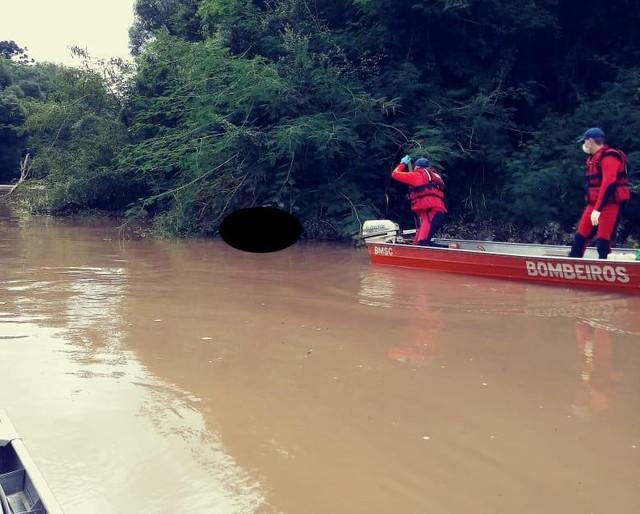 Corpo foi localizado em rio(Foto: Corpo de Bombeiros/Divulgação)