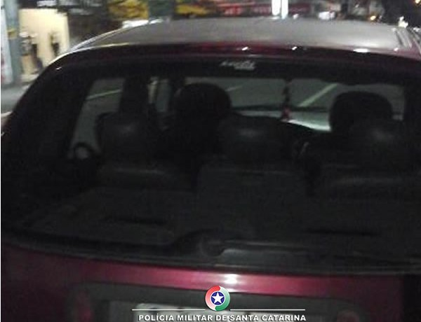 Suspeito conduzia um Renault Scenic (foto divulgação,PM)