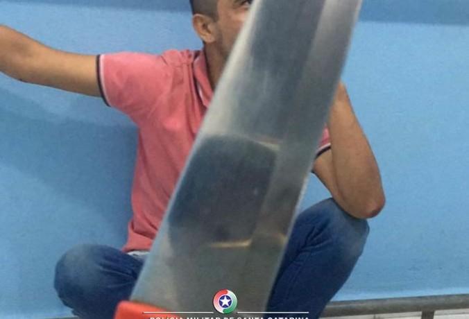 Assaltante usou uma faca