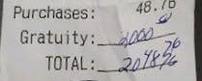 Casal deixa gorjeta de US$ 2 mil em restaurante nos EUA