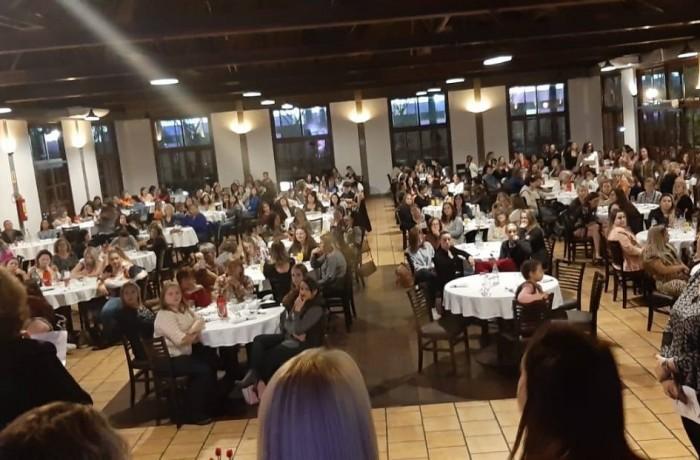 Cerca de 300 mulheres participaram do evento