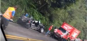 Pajero ficou destruído após colisão