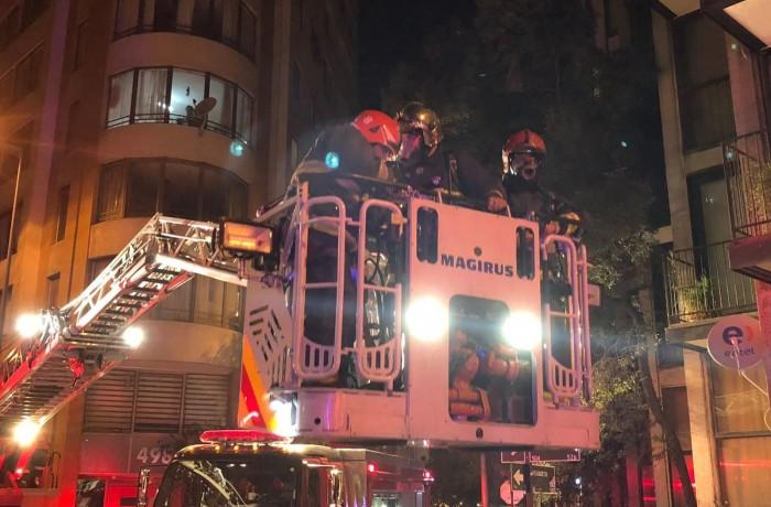 Bombeiros atendem a chamado por vazamento de gás em Santiago, capital do Chile./ Foto: @cbsantiago/Reprodução/Twitter