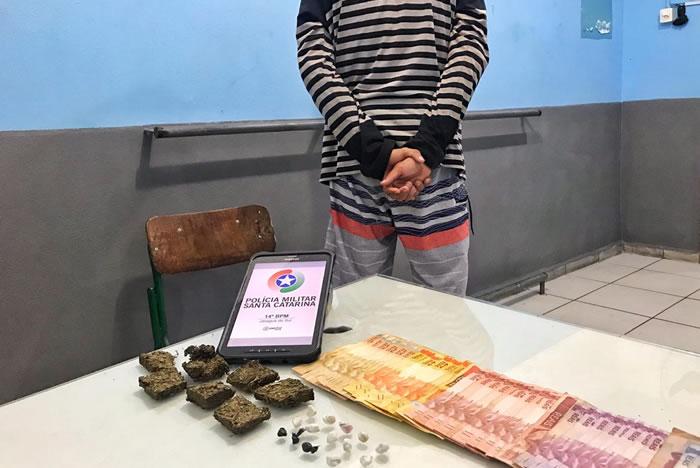 Polícia prendeu traficante e recolheu crack, maconha e dinheiro. Foto: Polícia Militar