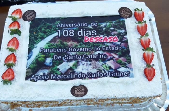 Bolo marcou os 108 dias de interdição da rodovia estadual em Guaramirim, em junho