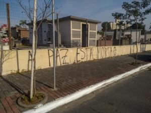 Muro do cemitério municipal, centro da cidade. Foto: Emerson Gonçalves