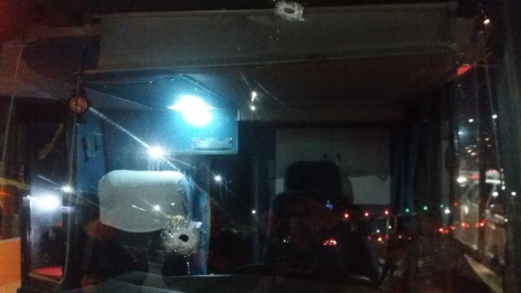 Criminosos deram tiros e agrediram os passageiros. Foto: Polícia Rodoviária Federal