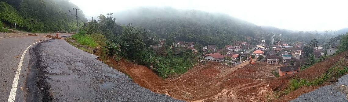 Área do deslizamento etá pronta para receber obras de reconstrução. Foto: Emerson Gonçalves