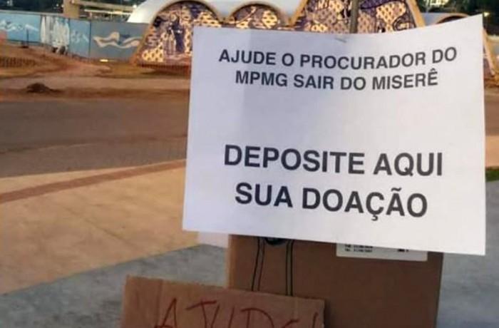 Caixa com pedido de doação 'Ajude o procurador do MPMG sair do miserê' criticou reclamação de salário de R$ 24 mil em Belo Horizonte — Foto: Reprodução/Redes Sociais