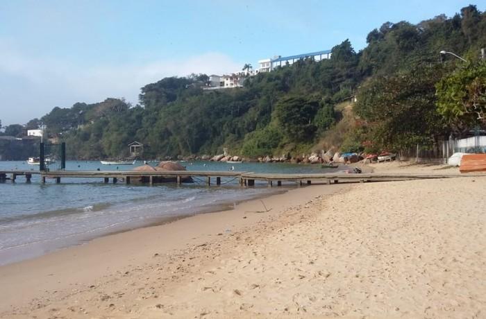 Praia de Calheiros, em Governador Celso Ramos — Foto: Cláudio Caldas/Arquivo pessoal