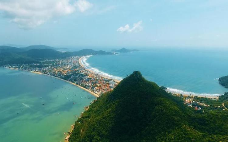 Vista do Morro do Macaco, em Bombinhas (Foto: Maycon Rodrigues / BD)