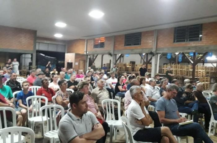 Cerca de 100 pessoas participaram da reunião no Salão Centenário. Foto: Redes Sociais