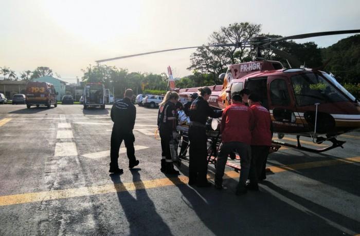 Helicóptero Arcanjo fez o transporte da vítima para um hospital de Blumenau. Foto: Bombeiros Voluntários de Guaramirim/Divulgação