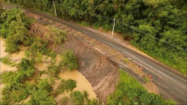 Rodovia que liga municípios do Vale do Itajaí é interditada após deslizamento de terra — Foto: Prefeitura de Rio do Sul/ Divulgação