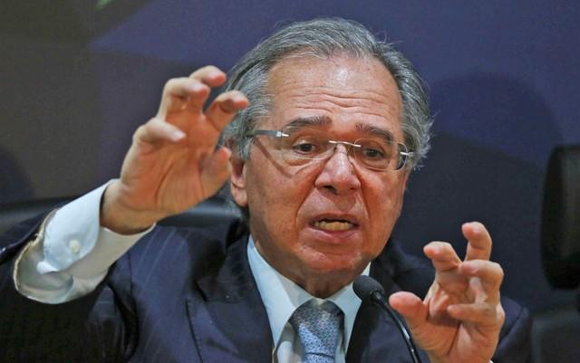 O ministro da Economia, Paulo Guedes, quer reduzir salários iniciais de servidores com alta remuneração — Foto: Fátima Meira/Futura Press/Estadão Conteúdo
