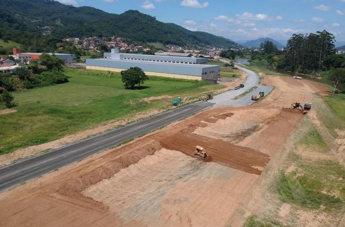 Na segunda parte da Avenida Via Verde estão sendo aplicados R$ 4,8 milhões. Foto: Prefeitura de Jaraguá do Sul