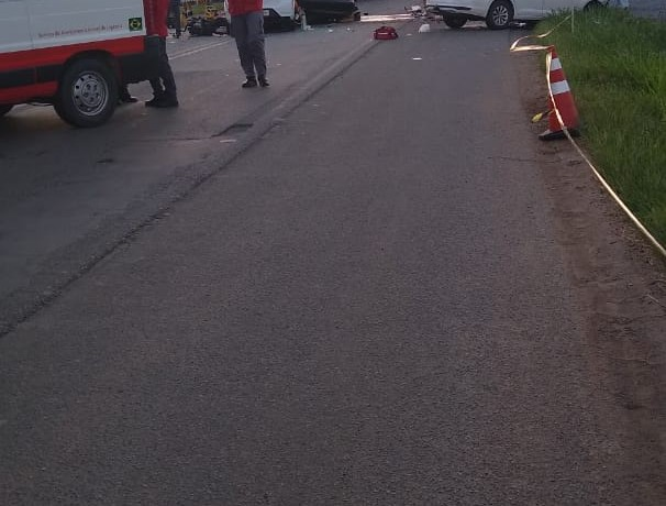 Momento do atendimento por parte dos Bombeiros Voluntários e Polícia Rodoviária Federal(PRF). Foto: WhatsApp RBN