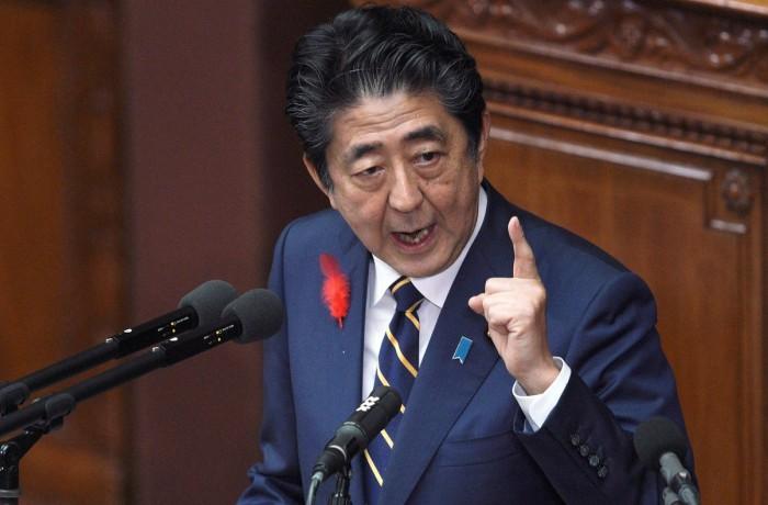 Shinzo Abe falando ao Parlamento em 2019 — Foto: AP Photo/Eugene Hoshiko