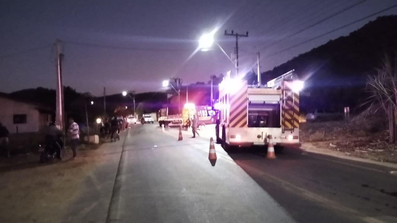 Local da colisão entre carro e caminhão no bairro Schroeder I. Foto: Bombeiros Voluntários de Corupá