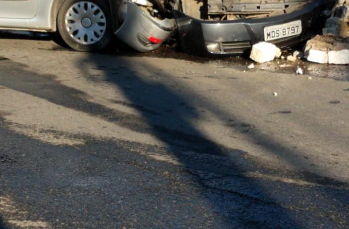 Acidente entre carros na BR-280. Foto: redes sociais