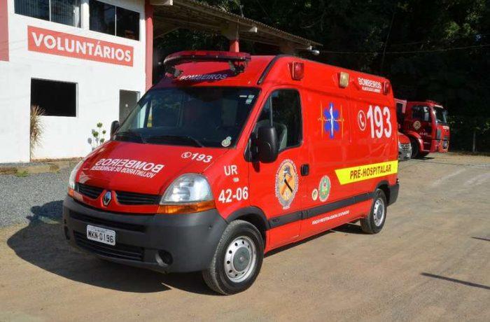 Homem morre atropelado enquanto dormia embaixo de um caminhão