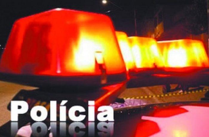 Homem com carteira de habilitação cassada e pequena quantidade de droga é flagrado durante blitz policial
