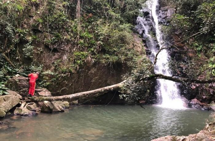 Homem caiu de uma altura de cerca de 35 metros – Foto: CBMSC/Divulgação/ND